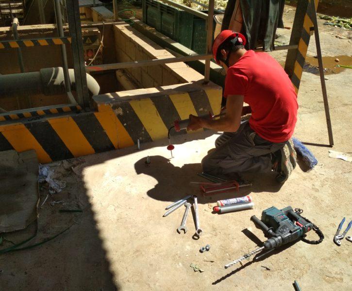 Instalación de anclajes químicos para pescante de acceso a espacios confinados