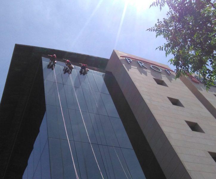 Limpieza de cristales en fachada