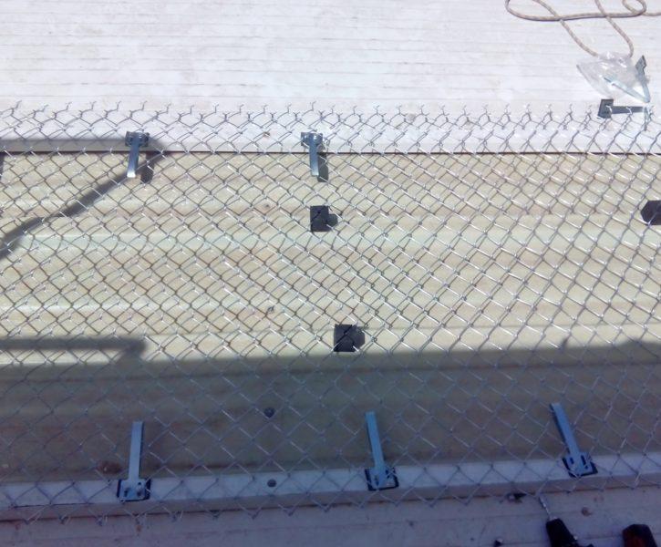 Protección de lucernario de fibra con malla de simple torsión