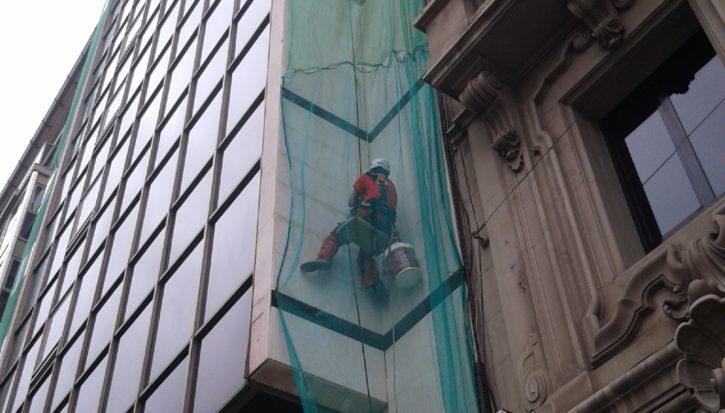 Reparaciones puntuales en fachada en centro de Valencia
